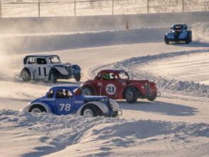 На ADM Raceway прошла первая ледовая гонка
