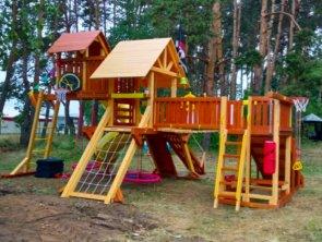 Новая детская площадка на полянке возле гостевого дома!